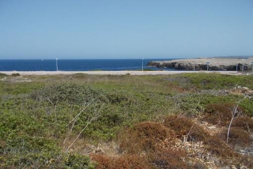 Baugrundstück in Ecklage in Punta Grossa in zweiter Meereslinie