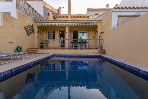 Tolles Dorfhaus mit Pool und Garage in der Nähe des Zentrums von Sant Lluis