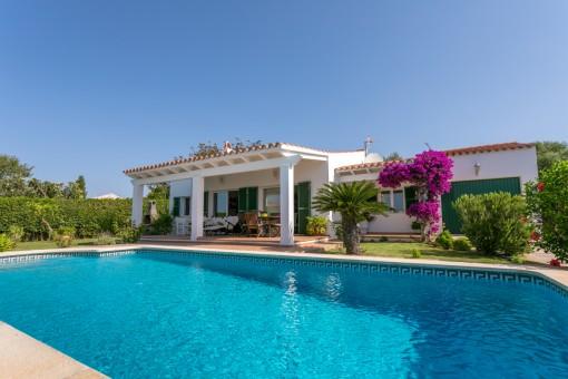 Schöne gepflegte Villa mit Garten, Pool und Garage in Binisafua Playa