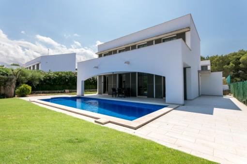 Modernes Haus mit Pool und touristischer Vermietlizenz in einer ruhigen Gegend in Addaia