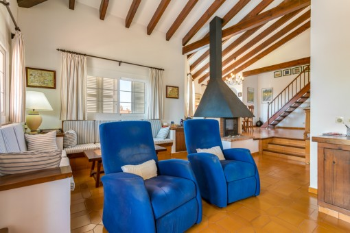 Wohnbereich mit hohen Decken