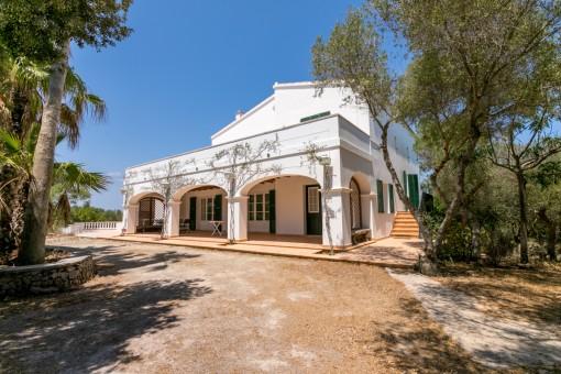 Sehr schöne Neubau-Finca mit Pool und 4 ha Land in einer privilegierten Gegend von Menorca