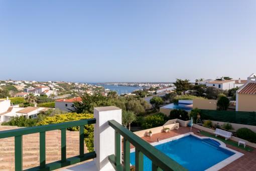 Spektakuläre Villa mit fantastischer Aussicht auf den Hafen von Mahón