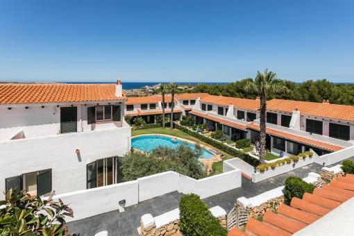 Schönes Duplex mit 4 Terrassen, Gemeinschaftspool und Meerblick in Arenal d'en Castell