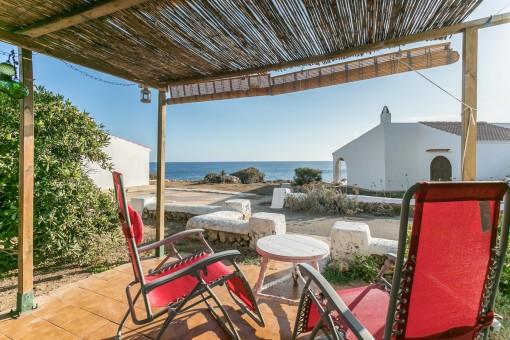 Typische menorquinische Villa direkt am Meer in Binibeca
