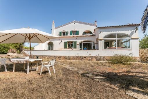 Schönes Landhaus mit 4 Schlafzimmern und Pool auf großem Grundstück in Mahón