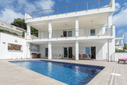 Moderne Villa in Cala Llonga mit Pool und  wunderschönem Blick über den Hafen von Mahón