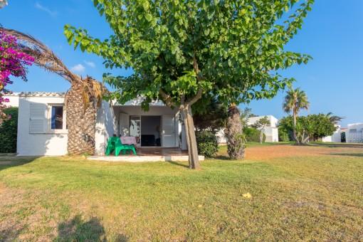Sehr schöne Gelegenheit in Binibeca: Haus mit Terrasse, Garten, Parkplatz und Zugang zum Pool