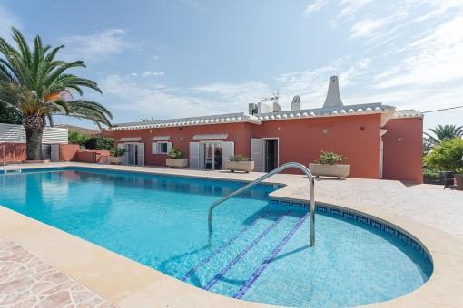 Schöne Villa in Punta Prima mit Blick auf das Meer und die Isla del Aire nur 5 Gehminuten vom Strand entfernt