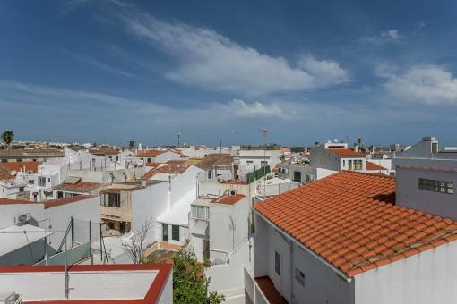 Duplex-Wohnung mit Terrasse und Blick auf die Dächer von Mahón in einer ruhigen Gegend