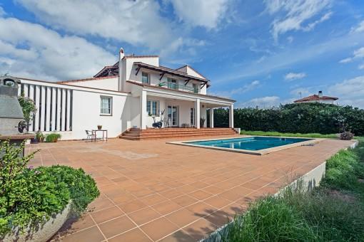 Sehr schöne Villa in S'Algar in zweiter Meereslinie mit Pool und Meerblick