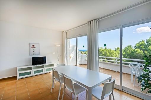Schöne renovierte Wohnung mit Meerblicksterrasse und Ferienvermietlizenz in Coves Noves, nur 5 Minuten vom Strand entfernt
