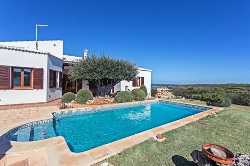 Wunderschönes und luxuriöses Anwesen mit Pool mit Blick auf das Meer und umgeben vom Naturschutzgebiet in Cala Morell