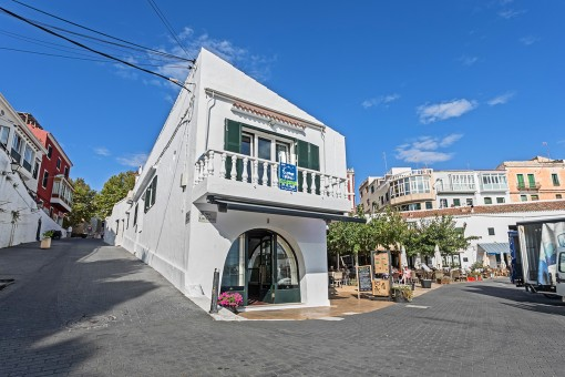Haus mit Meerblickwohnung, Geschäftslokal, Terrasse, Garage in Calas Font Es Castell