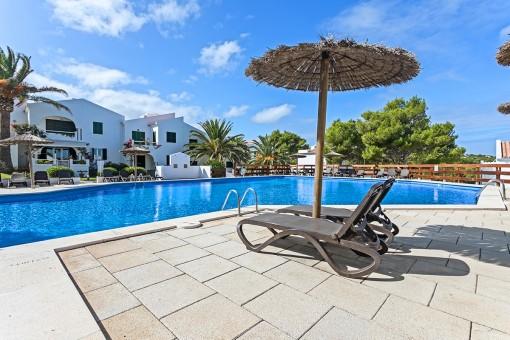 ANGEBOT: Wohnung im Erdgeschoss in einer Residenz mit schönem Pool in Addaia
