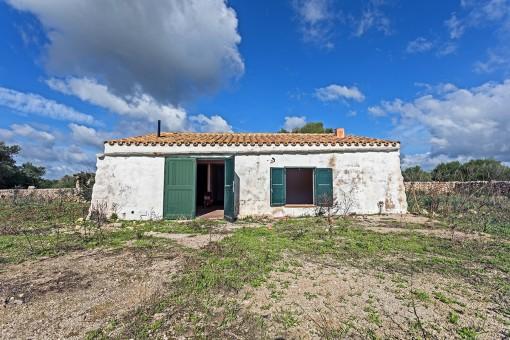 Landwirtschaftliches Anwesen von 22 ha fruchtbarem Land mit 3 Gebäuden, die restauriert werden müssen in in San Climent