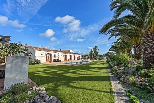 Außergewöhnliche 4 ha große Finca mit wunderschön bepflanztem Poolgarten im Grünen Binixica