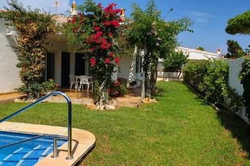 Schöne Villa mit Garten, Dachterrasse und Pool in Son Remei