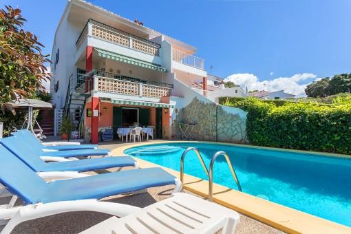 Villa mit Pool in der Nähe von Geschäften und nur wenige Gehminuten vom schönen Strand von Cala Galdana entfernt
