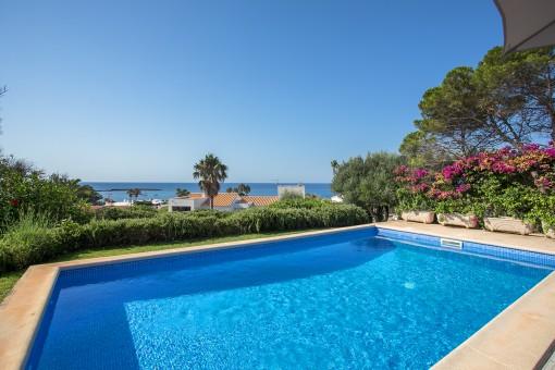 Charmantes Anwesen mit 2 Grundstücken mit Pool und herrlichem Meerblick, ideal gelegen nur 5 Min. vom Strand entfernt
