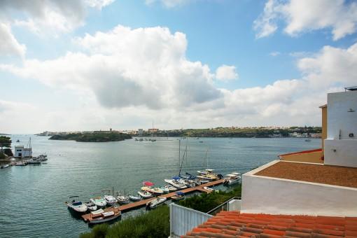 Schöne Kaufgelegenheit - Haus mit Meerblick zu renovieren an der Uferpromenade in der Bucht des Hafens von Mahón in Cala Partío