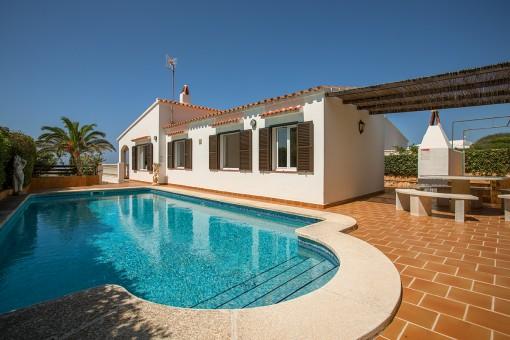 Schöne Villa mit Pool, Meerblick und Touristenlizenz in Binibeca Vell
