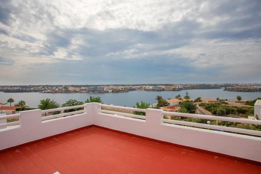 Wunderschöne Villa mit Pool und unglaublichem Blick über den Hafen und die Stadt Mahón