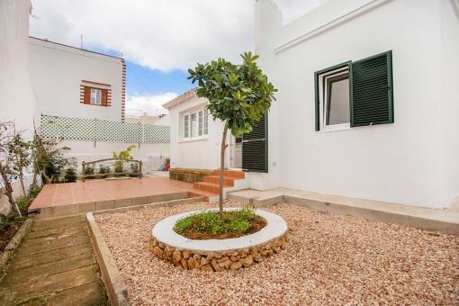 Neu renoviertes Haus mit Dachterrasse, Patio und nur 5 Minuten vom Strand in Punta Prima