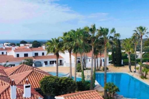 Atico in schönem Ferienkomplex mit Meerblick in Cala en Porter