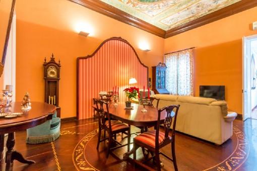 Schöne Wohnung in renoviertem Herrenhaus im Zentrum von Mahón mit Balkon