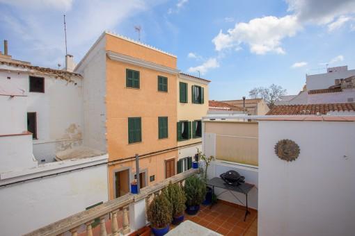 Schönes, renoviertes Eckhaus in Mahón mit großem Balkon und Garage