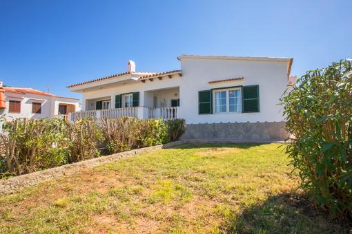 Große Meerblick-Villa mit viel Potenzial in einer ruhigen Wohngegend in Port Addaia