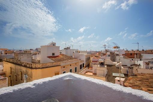 Dreistöckiges, gepflegtes Stadthaus mit Dachterrasse in der Altstadt von Ciutadella