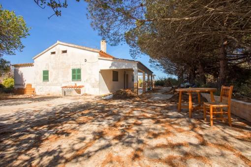 Finca zum Renovieren mit mehr als 72.700 qm landwirtschaftlicher Nutzfläche, eigenem Brunnen, Stromanschluss, mehr als 600 qm Bauten nahe Sant Lluis